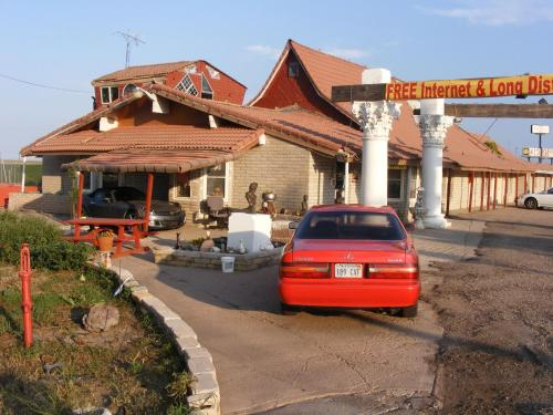 Free Breakfast Inn - Oakley, KS 67748
