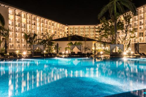 ROYALTON WHITE SANDS ALL INCLUSIVE