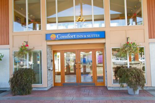 Comfort Inn & Suites North Vancouver Photo