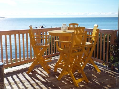 Beachfront Inn Photo