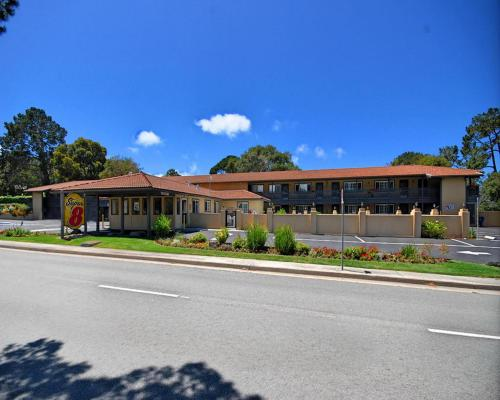Super 8 Monterey/Carmel Photo