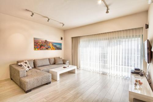 A FULLY RENOVATED APARTMENT AT A CENTRAL LOCATION