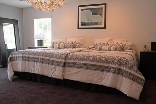 Executive Family Getaway by Golf Resort Inverness Photo