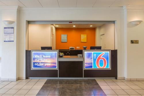 Motel 6 Cutler Bay Photo
