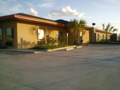 Americas Best Value Inn Dilley Photo