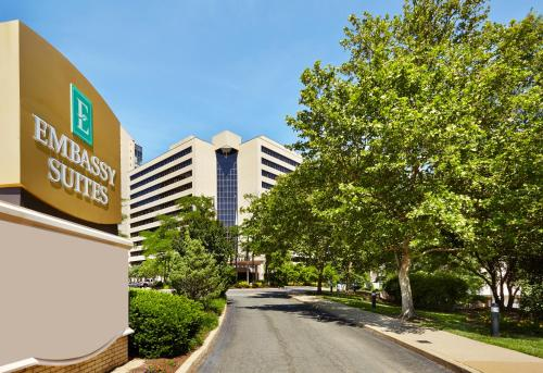 Embassy Suites Crystal City - National Airport Photo