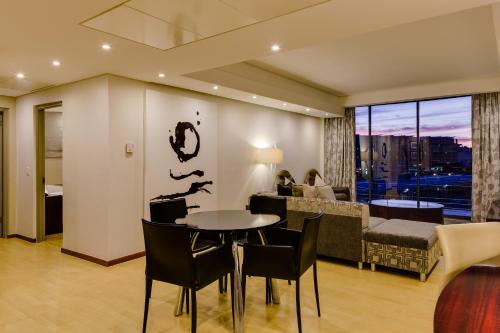 Protea Hotel by Marriott Cape Town North Wharf Photo