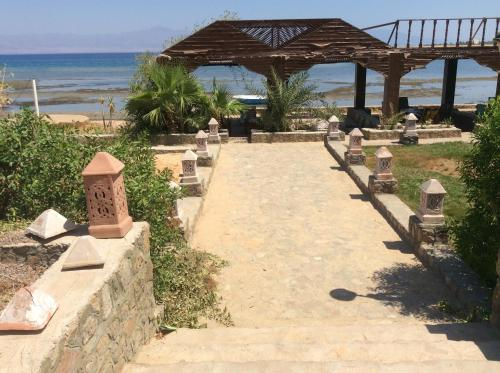 Saraya Beach (Bed and Breakfast)