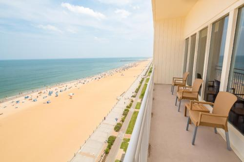 Comfort Suites Beachfront Photo