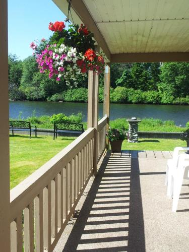 Campbell River Lodge by Riverside Photo
