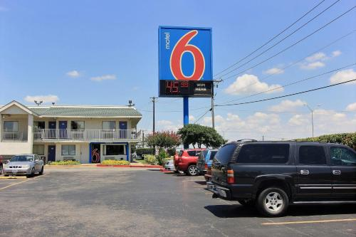 Motel 6 Austin Central - North Photo