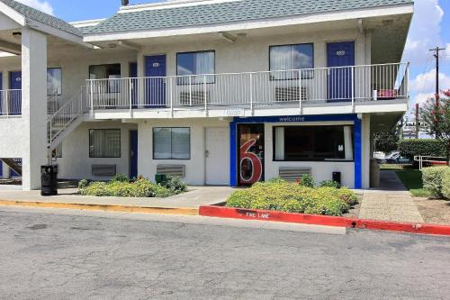 Motel 6 Austin Central - North photo 43
