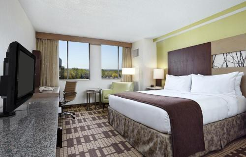 DoubleTree by Hilton Silver Spring Photo