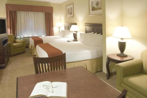 Holiday Inn Express Hotel & Suites Lucedale Photo