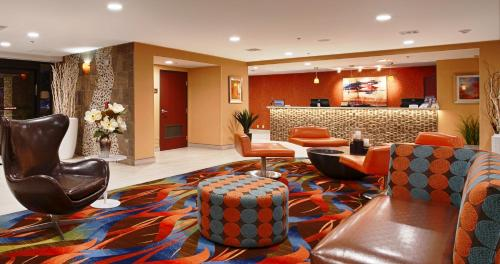 Best Western PLUS Fresno Airport Hotel Photo