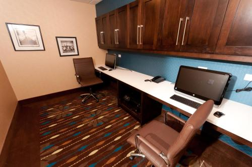 Hampton Inn & Suites East Gate Regina Photo