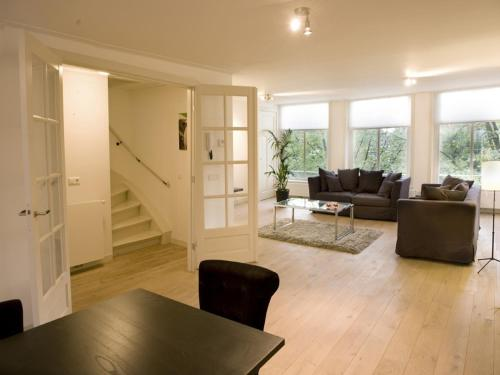 http://www.booking.com/hotel/nl/haarlemmerstraat-apartments.html?aid=1728672
