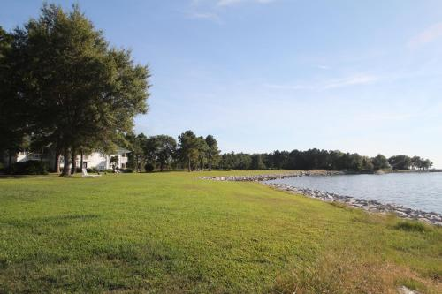 Wades Point Inn on the Bay Photo
