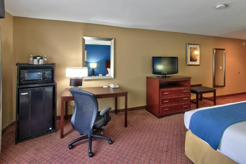 Holiday Inn Express Hotel & Suites Houston-Downtown Convention Center Photo