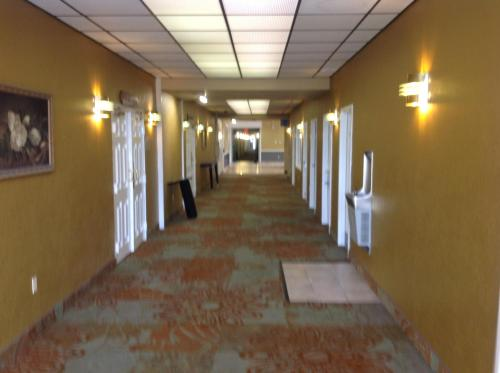 Baymont Inn & Suites Salem Roanoke Photo