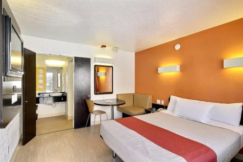 Motel 6 Santa Barbara-State Photo