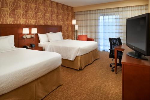 Courtyard by Marriott Chicago Waukegan / Gurnee Photo