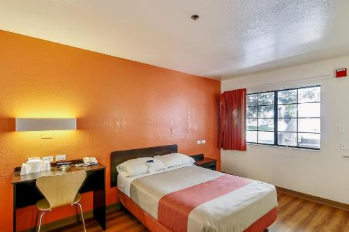 Motel 6 Thousand Oaks South - Newbury Park, CA 91320