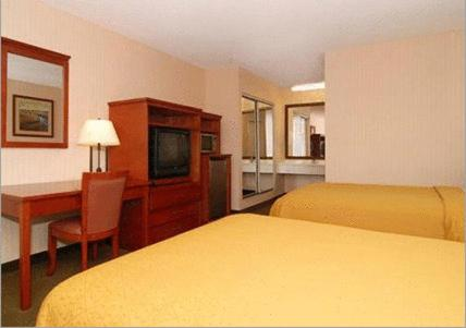 Econo Lodge Inn & Suites Riverside Photo