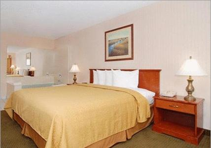 Econo Lodge Inn & Suites - Riverside, CA 92505