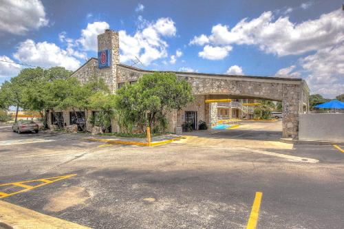 Motel 6 San Antonio Northwest - Medical Center - San Antonio, TX 78240