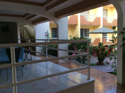 Hotel La Media Luna Inn Photo