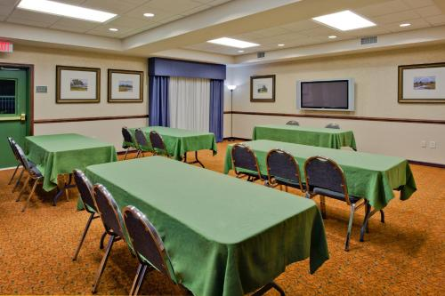 Country Inn & Suites Port Charlotte Photo