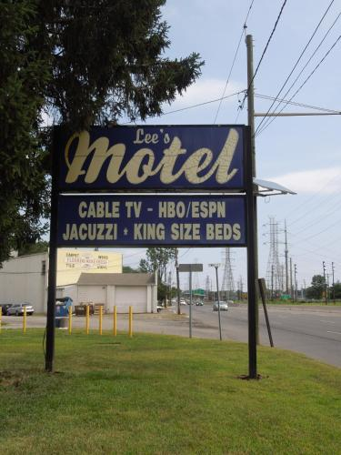 Lees Motel Photo