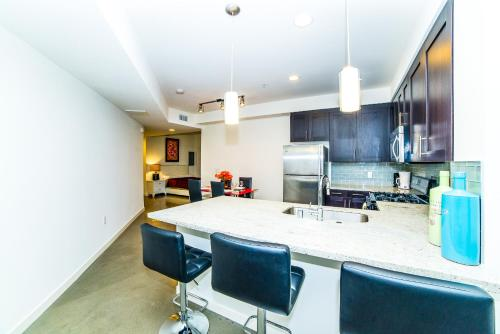 Wilshire Getaway Apartment - Los Angeles, CA 90017