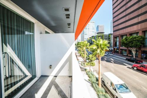 Downtown Wilshire Apartment Photo