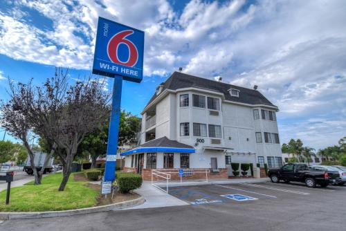 Motel 6 Escondido Photo
