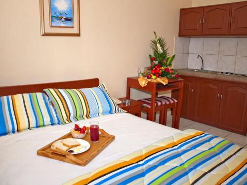 Hotel Suites Costa de Oro Photo