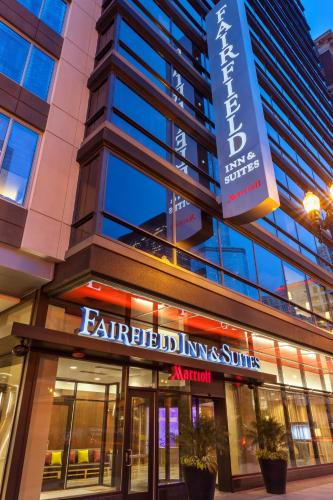 Fairfield Inn and Suites Chicago Downtown-River North Photo
