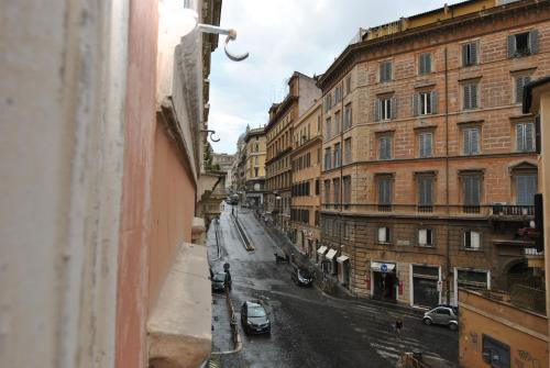 Hotel 95 Rooms In Rome thumb-3