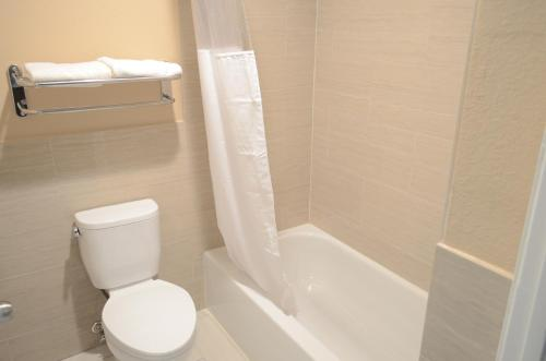 Regency Inn & Suites IAH - Intercontinental Photo