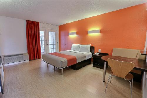 Motel 6 Dallas - Addison Photo