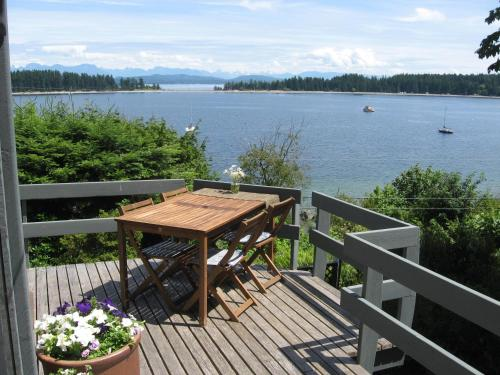 Quadra Island Harbour House B&B Photo