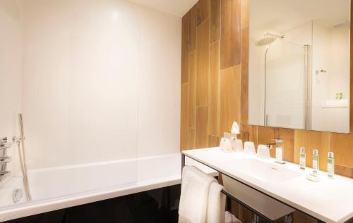 Quality Hotel Acanthe - Boulogne Billancourt photo 19