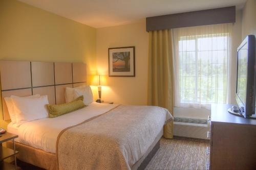 Candlewood Suites Alexandria Photo