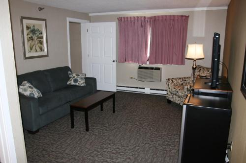 Bangor Inn & Suites Photo