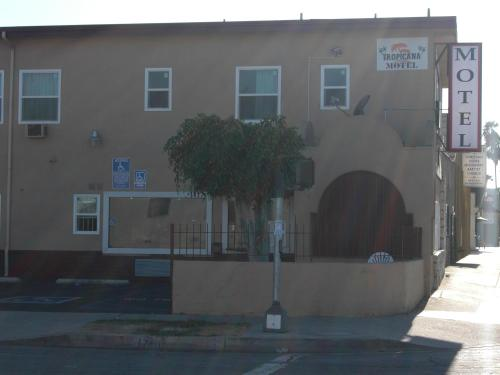 Tropicana Motel Photo