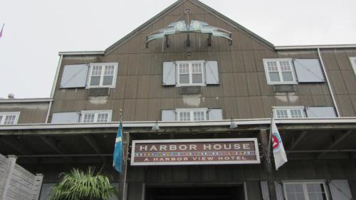 Harbor House Hotel and Marina Photo