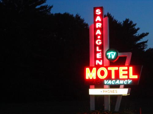 Sara Glen Motel Photo