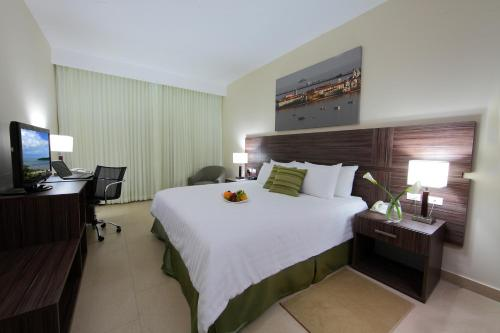 Clarion Victoria Hotel and Suites Panama Photo