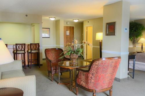 Ramada Plaza Hotel Atlanta Airport Photo